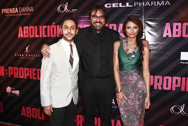 Humberto Busto, Jesús Magaña y Aislinn Derbez.